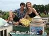 Mary en Bert onthullen geveldoek in Madurodam