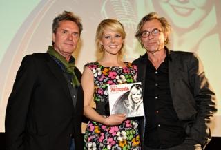 Chantal Janzen ontvangt eerste Petticoat CD